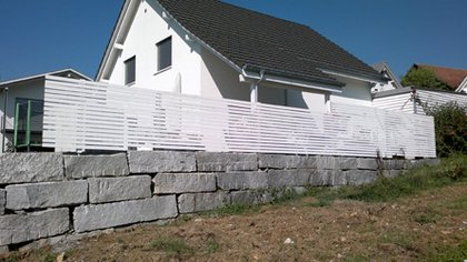 Neu Mauer beim Carport